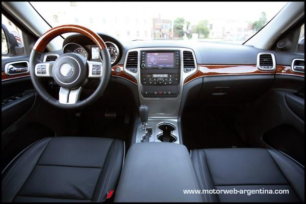 Jeep lanza en argentina el grand cherokee overland for 2011 grand cherokee interior